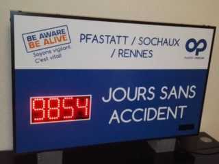 Plastic Omnium - Nombre de Jours sans accident - 4 digit 8cm
